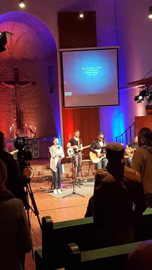 worship_family_100